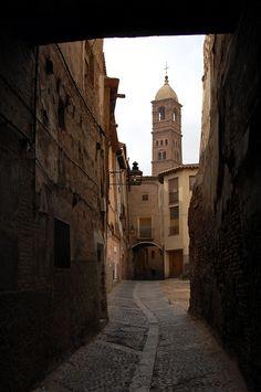 Street in de old quarter, in de background is de mudejar bell tower of Santa…