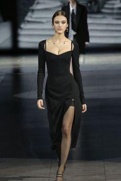Looks Chic, Looks Style, Look Fashion, Fashion Show, Fashion Design, Milan Fashion, Runway Fashion Outfits, Fall Fashion Week, High Fashion Dresses