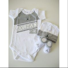 Grey nd white hat jordan socks nd grey nd white shirt..