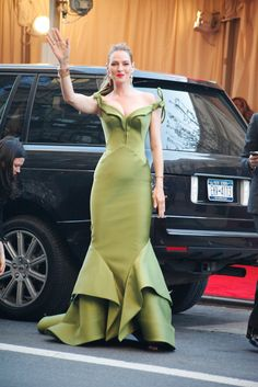 30 Candid Met Gala Snaps You Haven't Seen (But Need To!) #refinery29  http://www.refinery29.com/met-gala-street-style#slide8  It's easy looking green when you're Uma Thurman.