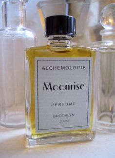 I love perfume made naturally, meaning no questionable ingredients used!