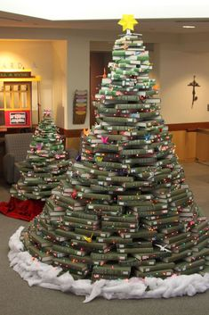 People Are Using Their Favorite Books to Make These Creative Christmas Trees – conscious – Thrift Store Crafts Christmas Tree Out Of Books, Creative Christmas Trees, Christmas Crack, How To Make Christmas Tree, Cozy Christmas, Christmas Holidays, Xmas Trees, Christmas Ideas, Harry Potter Christmas Decorations