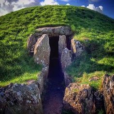 Do I dare go inside? #bryncellidu #anglesey #tomb #neolithic #ancient #llanfairpwllgwyngyllgogerychwyrndrobwllllantysiliogogogoch #dark #scary #history #neolithictomb #