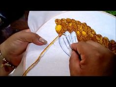 Puntada Fantasia hoja canasta de rosas - YouTube Tambour Beading, Tambour Embroidery, Couture Embroidery, Ribbon Embroidery, Beaded Embroidery, Hand Embroidery Videos, Hand Embroidery Stitches, Embroidery Techniques, Floral Embroidery Patterns