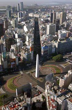 Diagonal Norte en Corrientes y 9 de Julio, cruzando el Obelisco en la Plaza de la Republica