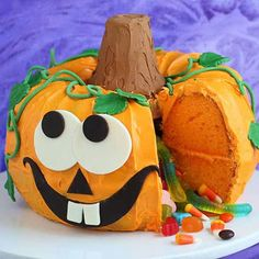 Sure, Halloween candy is delicious. But these festive Halloween desserts are even better! Pumpkin Cake Pops, Pumpkin Patch Whoopie Pies, Pumpkin Pie Pop Tarts...it's all here. (via @wsim4)