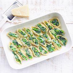 Une recette fraîche de Conchiglioni aux légumes verts qui sentent bons le printemps : épinard, petits pois, asperges et brocoli ! Spring Pasta Time !