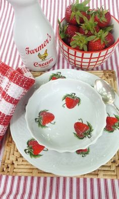Wouldn't you love to eat your morning cereal, with a few strawberries added of course, from this pretty bowl?
