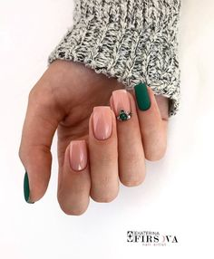In look for some nail designs and some ideas for your nails? Here is our listing of must-try coffin acrylic nails for fashionable women. Green Nails, Pink Nails, My Nails, Gradient Nails, Fingernails Painted, Bride Nails, Wedding Nails, Wedding Makeup, Short Nail Designs