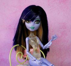 Clear Monster High Create A Monster Torso par DolliciousCustoms