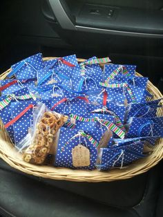 Gift for teachers running in jogathon today. Energy trail mix so they can keep up with the kids! Oranges too just like a marathon! Pta School, School Fundraisers, School Ideas, Band Mom, Running Workouts, Jogging, Teacher Gifts, Fun Ideas, Gift Ideas