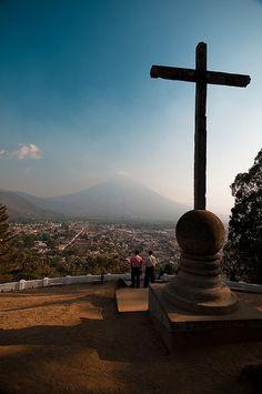 Antigua, Guatemala #travel #guatemala. Una cruz, esa cruz es a la vez tantas cosas.
