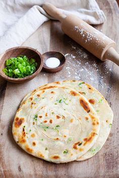Healthy and the best scallion pancakes made of flour, green onion scallions and salt. This easy Chinese scallion pancake recipe is authentic and fail-proof! Scallion Pancakes Chinese, Breakfast Crepes, Rasa Malaysia, Good Food, Yummy Food, Asian Cooking, Asian Recipes, Asian Foods, No Bake Cake