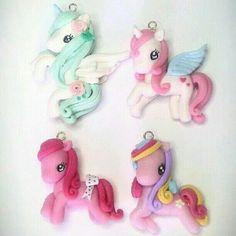 Pegasos y caballos de colores