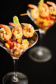 espetinho de camarão vinagrete de frutas