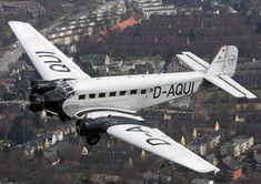 """""""Tante Ju"""" über Hamburg: Seit 30 Jahren befindet sich ein Exemplar einer Junkers Ju 52 in der Hansestadt. Gäste dürfen bei Rundflügen an Bord."""