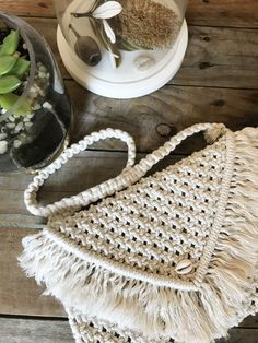 Handmade macramé bag or clutch with a removable handle and cowrie shell detail. The perfect summer accessory for a beach day. Visit my Etsy shop for more beauties! Macrame Bag, Summer Accessories, Beach Day, Handmade Bags, Custom Items, Create Yourself, Etsy Seller, Shell, My Etsy Shop