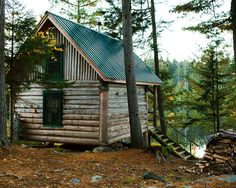 If I had a place like this, I'd never want to leave! In the woods, right on the water.... perfect. :)