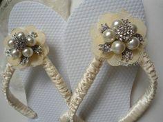 Wedding flip flops, rhinestones and pearls, by Adriana dos Santos