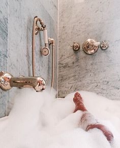 taking a bad in the most wonderful bathroom jacuzzi Entspannendes Bad, Pinterest Instagram, Jessica Day, Relaxing Bath, Just Relax, Spa Day, Bath Time, Jacuzzi, No Time For Me