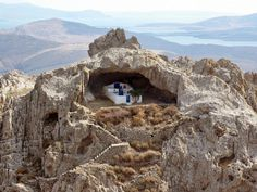 This is the only roofless church in the world. It is called Panagia Kakaviotissa (Παναγία Κακαβιώτισσα) and it is located on the island of Lemnos. Shop your T-Greeks in Lemnos at: 📍 Pink Flamingo. Samos, Beautiful Islands, Beautiful Beaches, Mykonos Island, Greece Holiday, Greece Travel, Greek Islands, Places To See, Around The Worlds