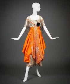 Дизайнер: Hollander, L. United States of America, Goldstein Museum of Design. Designer Evening Dresses, Evening Gowns, Vintage Gowns, Vintage Outfits, Retro Fashion, Vintage Fashion, Silk Taffeta, Silk Satin, Moda Vintage