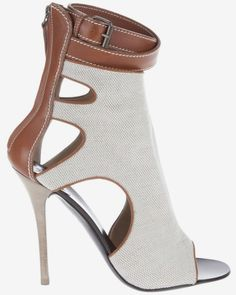 giuseppe zanotti heels after bunion Hot Shoes, Women's Shoes, Me Too Shoes, Platform Shoes, Shoes Style, Shoes Sneakers, Dream Shoes, Crazy Shoes, Bootie Boots