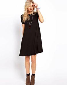Jolie petite robe noire                                                                                                                                                                                 Plus