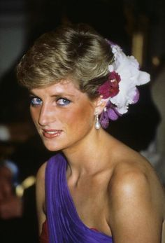February 1, 1988: The Princess of Wales at dinner with the King of Thailand in Bangkok, during an official visit to the country.  (Photo by Georges DeKeerle/Getty Images) 1988 Georges DeKeerle