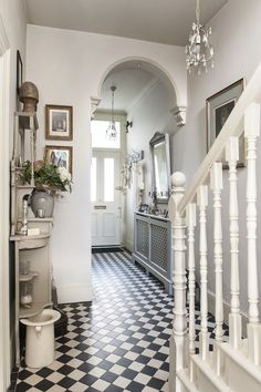 Treasure trove - monochrome tiles bring the victorian hallway to life house Hall Tiles, Tiled Hallway, Tile Entryway, Hallway Console, Hall Flooring, Victorian Tiles, Victorian Home Decor, Victorian Flooring, Victorian Lighting