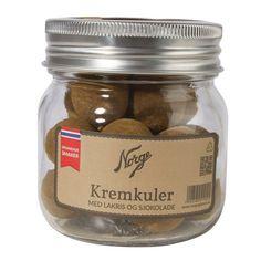 Kremkuler: Lakris og sjokolade på Norgesglass - Hyttefeber.no Mason Jars, Protein, Desserts, Food, Products, Marmalade, Tailgate Desserts, Deserts, Essen