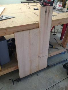 Post with 88 votes and 191911 views. Shared by cfinke. A tilt-out garbage and recycling cabinet. Diy Furniture Building, Diy Pallet Furniture, Recycling Containers, Recycling Bins, Recycling Ideas, Tilt Out Hamper, Trash Can Cabinet, Craft Cabinet, Diy Wood Projects