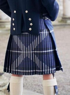 Saltire Kilt- I understand a bit about kiltmaking, but how on earth do you sew the pleats for this? - first pick your tartan, then pin carefully Scottish Kilts, Scottish Tartans, Scottish Clothing, Scottish Culture, Scottish Plaid, Harris Tweed, Tartan Fashion, Mens Fashion, Under The Kilt