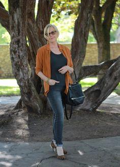 A pop of subtle orange adds dimension to Susan's (Une Femme d'un Certain Age) monochromatic outfit.