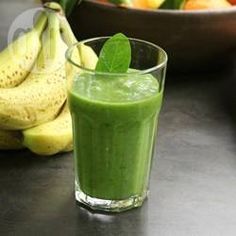 Suco detox com spirulina @ allrecipes.com.br - A spirulina é um super alimento, cheia de nutrientes. Pode ser encontrada em lojas de suplementos e produtos naturais. Coloque no seu suco e beba saúde!