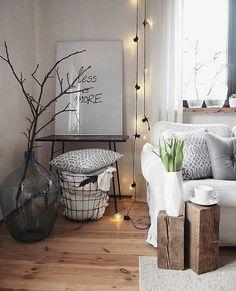 10 ideas para disfrutar de tu hogar en invierno #hogar #decoración #home #deco #invierno #frío #troncos #madera #guirnalda #luces #nórdico #escandinavo #sofá #blanco #negro www.hogardiez.com.es