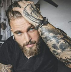 Inked Men& 💣 - Find more tattoo ideas . - Inked Men& 💣 – You can find more tattoo ideas on our - Sexy Tattooed Men, Bearded Tattooed Men, Bearded Guys, Hot Guys Tattoos, Sexy Tattoos, Guys With Tattoos, Inked Men, Hipster Noir, Hot Beards