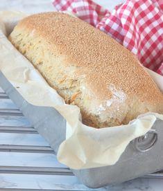 Kalljäst morotslimpa, a post from the blog lindasbakskola.ned.betaurl.se on Bloglovin' Bread Recipes, Baking Recipes, Hot Dog Buns, Zucchini, Rolls, Breakfast, Saftiga Muffins, Beverage, Entertaining