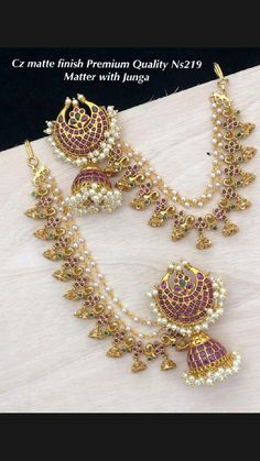 Pearl Necklace Designs, Gold Earrings Designs, Gold Jewellery Design, Real Gold Jewelry, Ear Jewelry, Bridal Jewelry Vintage, Indian Jewelry Sets, Ear Chain, Siri