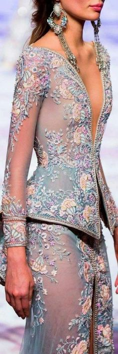 Michael Cinco SS Wow, imagine this in bridal tones. Change to fit your style. Michael Cinco SS Wow, imagine this in bridal tones. Change to fit your style. Couture Details, Fashion Details, Look Fashion, High Fashion, Fashion Design, 2000s Fashion, Fashion Black, Men Fashion, Fashion Tips