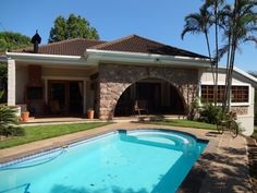 Kloof Golf Course Area - R2.695mil High ceilings, wide walls, spacious rooms and Oregon Pine floors. Plus 2 incomes from a flat and private cottage on the property. Very well priced.