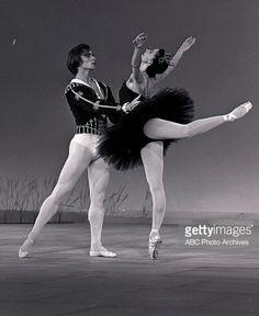 Ballet Images, Ballet Photos, Dancer Photography, Dance Magazine, Famous Dancers, Margot Fonteyn, Male Ballet Dancers, Rudolf Nureyev, Russian Ballet