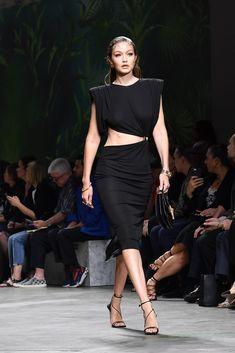 Gigi Hadid on the Versace Runway at Milan Fashion Week Runway Fashion, Fashion Models, Milan Fashion, Versace Fashion, Latex Fashion, Steampunk Fashion, Gothic Fashion, Fashion Fashion, Gigi Hadid Modeling