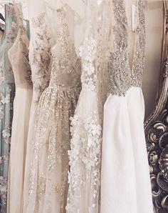 L U L L Y - hautecouture - Vestidos de Novia Wedding Robe, Wedding Gowns, Bridesmaid Dresses, Prom Dresses, Formal Dresses, Mode Ootd, Modelos Fashion, Dress Vestidos, Bridal