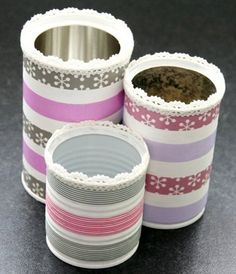 Made out of old cans, painted white with acrylics (or gesso) and customized with masking tape. ++ More information at Les Ateliers de Mireia website ! Idea sent by Mireia SALAZAR ! Recycle Cans, Diy Cans, Diy Recycle, Tin Can Crafts, Diy And Crafts, Washi Tape Crafts, Pot A Crayon, Pencil Cup, Formula Cans