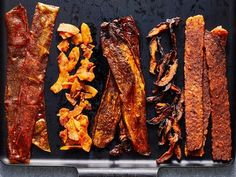 "5 Types of Vegan ""Bacon"" You Can Make at Home – Cooking Light These vegetarian- and vegan ""bacon"" recipes take just minutes to make. They're so delicious that they're sure to appease plant-based and … Vegan Foods, Vegan Snacks, Vegan Dishes, Vegan Vegetarian, Vegetarian Recipes, Healthy Recipes, Tempeh Recipes Vegan, Vegetarian Italian, Vegan Breakfast Recipes"
