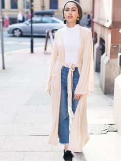 The kimono is the hottest piece to be seen in right now and it is so versatile. From loud prints to modest fashion, see all the ways to style yours.