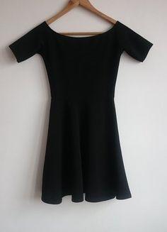 Kup mój przedmiot na #vintedpl http://www.vinted.pl/damska-odziez/krotkie-sukienki/17018718-czarna-sukienka-bershka-34-xs-mini-rozkloszowana