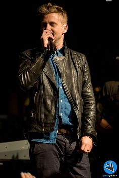 Love the leather jacket and jean shirt outfit. He is Gorgeous Jean Shirt Outfits, Jean Shirts, Guy Outfits, Urban Male, Ryan Tedder, One Republic, Music Is Life, Cool Bands, The Man