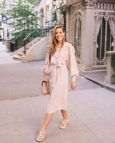 """4,912 likerklikk, 46 kommentarer – Julia Engel (Gal Meets Glam) (@juliahengel) på Instagram: """"My favorite sneakers to wear with dresses over on galmeetsglam.com today (link in profile) #nyc…"""""""